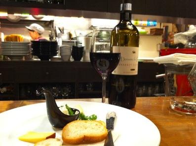 グロックワインとチーズ.JPG