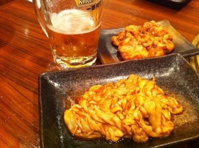 ホルモンとビール.JPG